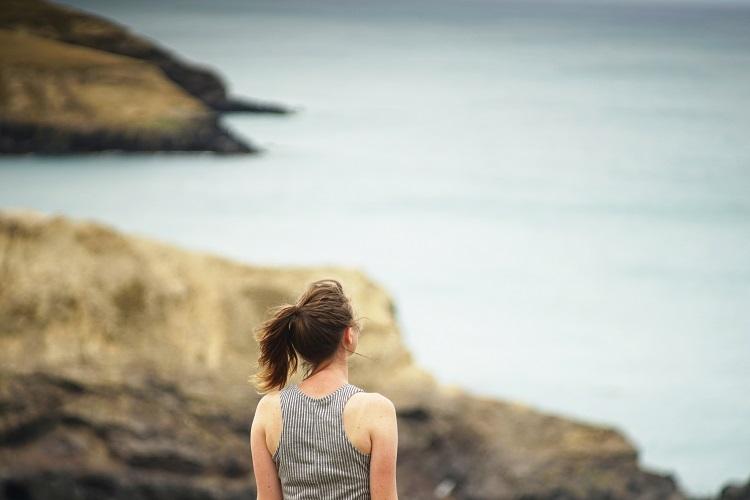 woman gazing at ocean, 750x500